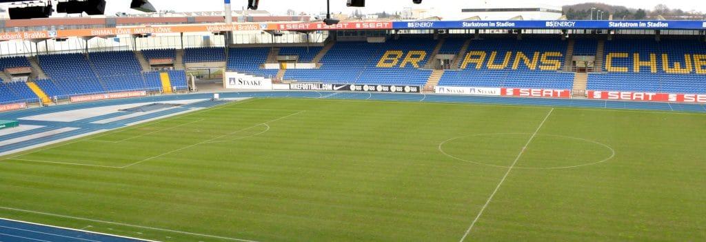 Blick von oben in das Stadion von Eintracht Braunschweig.