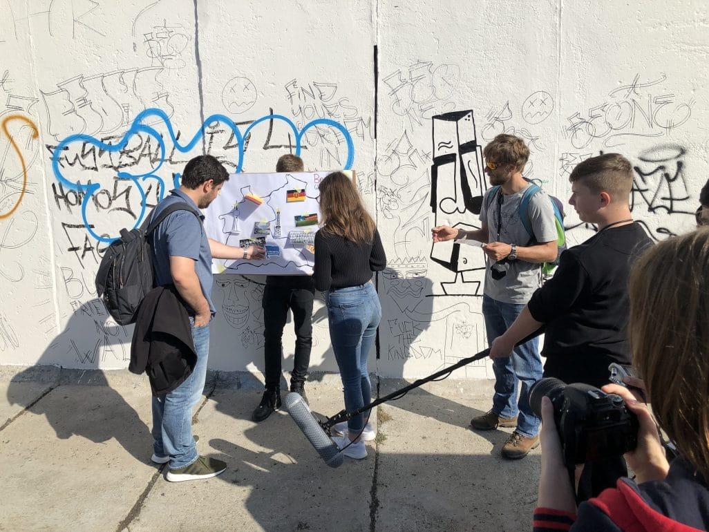 Workshop Arbeit von Jugendlichen vor der Berliner Mauer
