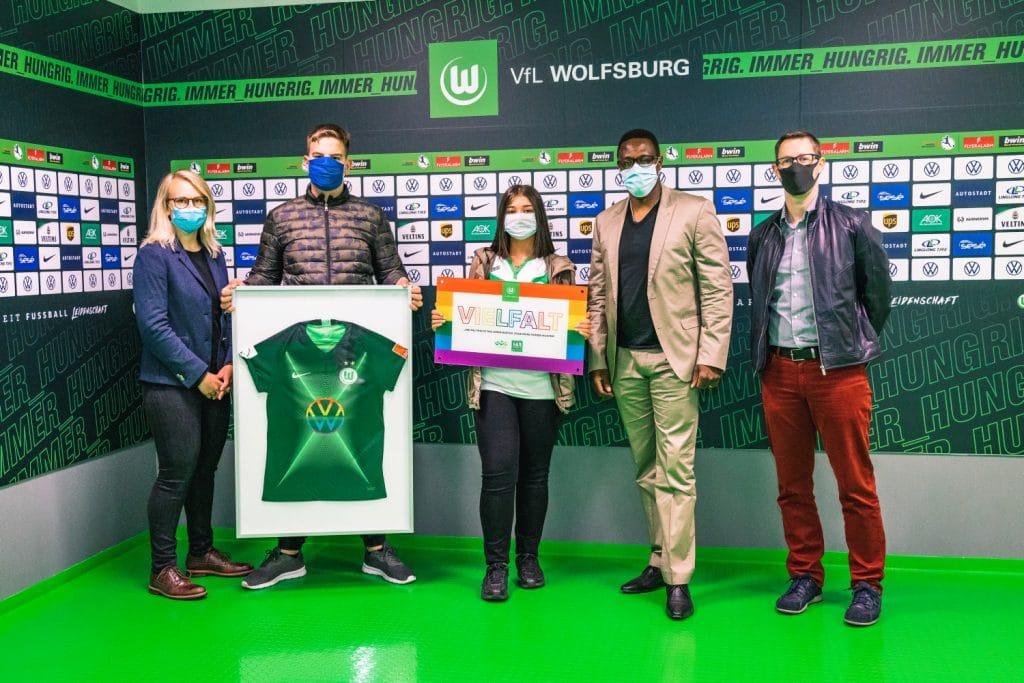 """Auszeichnung """"Wolfsburger Schule für Vielfalt"""" auf dem Podium"""